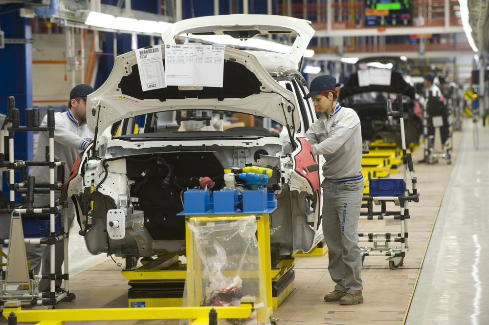 FIAT 000L — монтаж бери заводе на городе Крагуевац (Сербия)